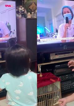 Mẹ đi Bắc Giang chống dịch, bé gái khóc nức nở khi thấy mẹ qua tivi