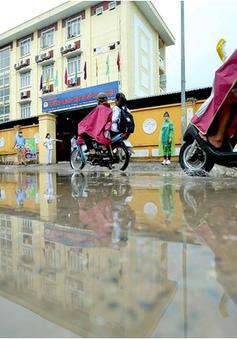 Ngày thi đầu tiên tuyển sinh vào lớp 10 ở Hà Nội: Nhiều thí sinh bị nhầm địa điểm thi