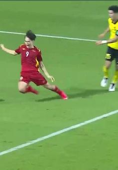 Văn Toàn nói gì về quả penalty gây tranh cãi giúp ĐT Việt Nam thắng Malaysia?