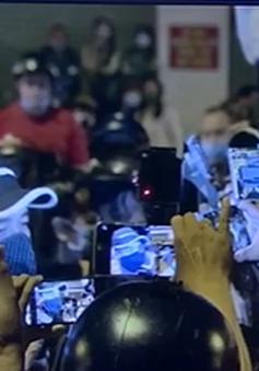 """Bát nháo livestream: Từ bán hàng """"rởm"""" đến khoe thân, bóc phốt nhau"""
