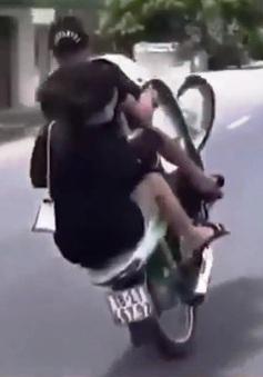 Thanh niên chở bạn gái vẫn bốc đầu, đánh võng