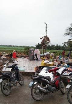 Mưa kèm lốc xoáy ở Kiên Giang khiến gần 100 căn nhà bị sập, nhiều người bị thương