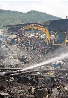 Cháy hàng nghìn mét vuông xưởng chứa phế liệu tại khu làng nghề Tràng Minh (Hải Phòng)