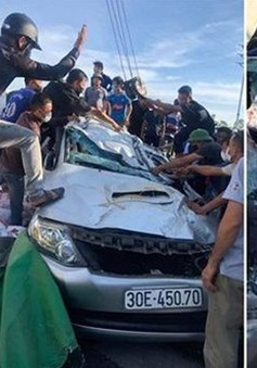 Tai nạn liên hoàn 3 xe ô tô đâm nhau khiến 2 người bị thương