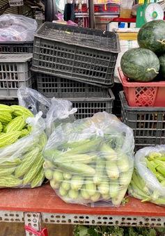 TP Hồ Chí Minh: Dưa leo 80.000 đồng/kg, rau xanh ở chợ giá tăng chạm đỉnh