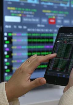 """Cổ phiếu bán lẻ """"dậy sóng"""", VN-Index tăng điểm"""