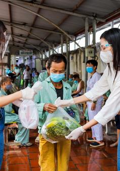 Hoa hậu Đỗ Thị Hà, Lương Thùy Linh cùng Siêu thị 0 đồng hỗ trợ nhu yếu phẩm cho người khó khăn