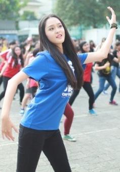 Á hậu Hoàng Anh nhí nhảnh nhảy Flashmob