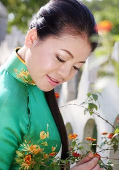 Ca sĩ Anh Thơ lo lắng khi song ca cùng Chế Linh