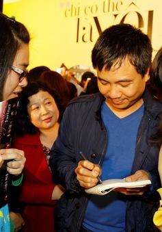Đạo diễn Thanh Hải, diễn viên Hồng Đăng trong vòng vây người hâm mộ