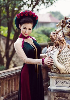 Hoa hậu quý bà Sonya Sương Đặng quý phái với áo dài bên thành cổ Huế