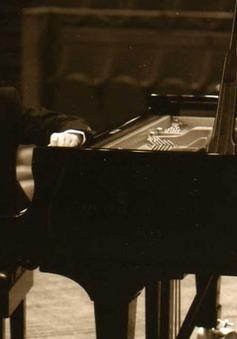 Nghệ sĩ dương cầm Andrea Bonatta biểu diễn tại Việt Nam