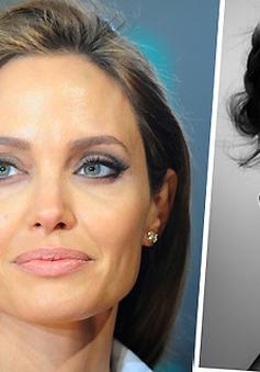 """Angelina Jolie như """"bị đóng băng"""" trước tình yêu của bạn diễn"""