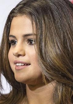 """Selena Gomez bị cảnh sát """"thăm hỏi"""""""