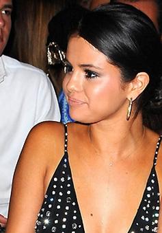 Selena Gomez tán tỉnh người mẫu Đức