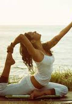Tập yoga lúc mãn kinh giúp trị mất ngủ