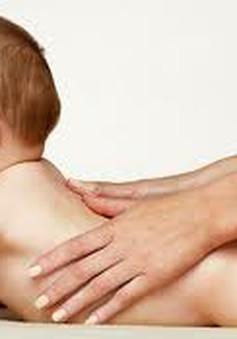 Tập nằm sấp giúp trẻ sơ sinh phát triển toàn diện
