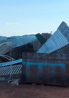 """Quảng Trị: Mưa đá kèm lốc xoáy """"quét"""" hàng trăm mái nhà"""