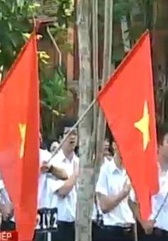 Thiêng liêng Lễ Chào cờ tại trường Quốc học Huế