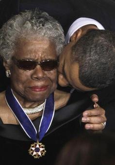 Nữ thi sĩ da màu hàng đầu nước Mỹ Maya Angelou qua đời ở tuổi 86