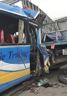 Xe khách chở thí sinh thi ĐH về quê gặp nạn, 1 người thiệt mạng