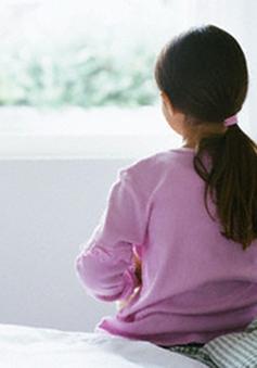 Tự kỷ bắt đầu biểu hiện trong 3 năm đầu đời của trẻ