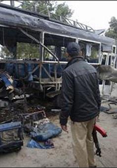 Đánh bom xe nhằm vào lực lượng cảnh sát Pakistan