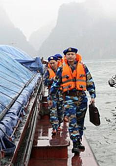 Vùng Cảnh sát biển 4 bắt giữ hai tàu sang mạn dầu trái phép