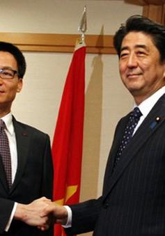 Phó Thủ tướng Vũ Đức Đam hội kiến Thủ tướng Nhật Bản và Singapore