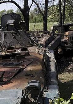 Ukraine: Phe chống Chính phủ tấn công các căn cứ quân sự tại miền Đông