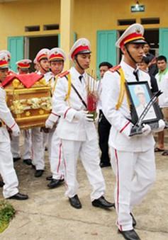 Phó Thủ tướng chia buồn với gia đình chiến sỹ hy sinh khi bắt tội phạm ma túy