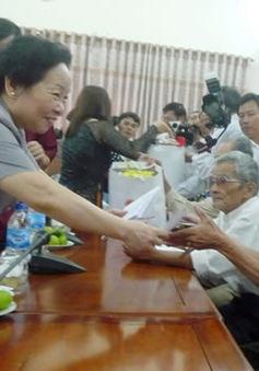 Phó Chủ tịch nước thăm và tặng quà gia đình chính sách tại huyện Côn Đảo