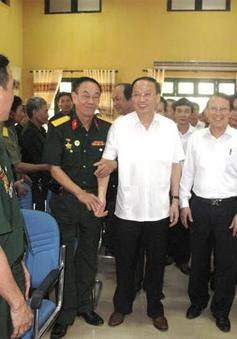 Đồng chí Tô Huy Rứa thăm Trung tâm điều dưỡng thương binh Kim Bảng