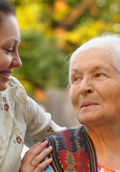 Anh: Khuyến khích hoạt động chăm sóc người già cô đơn