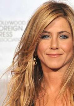 "Jennifer Aniston bị dọa ""giết"" nếu phẫu thuật thẩm mỹ"