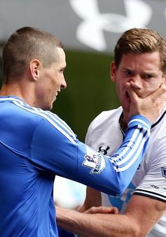 """""""Cào mặt"""" đối phương, Torres sắp dính án treo giò"""