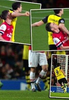 """Thua đau trên sân nhà, Arsenal """"đóng cửa bảo nhau"""""""