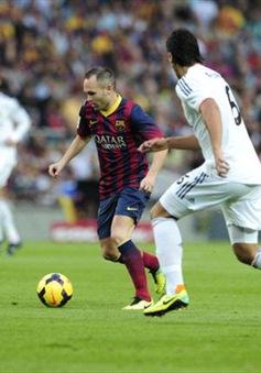"""Iniesta """"tỏ lòng trung"""" với Barcelona"""