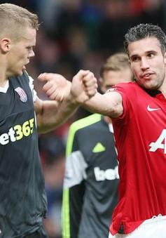 """Chuyện """"hi hữu"""" trong trận đấu giữa Man Utd và Stoke"""