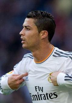 """Lập hat-trick, C.Ronaldo lại có cớ """"nhiếc móc"""" chủ tịch FIFA"""