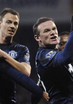 """Rooney """"điên tiết"""" mắng nhiếc 2 BLV nổi tiếng nước Anh"""