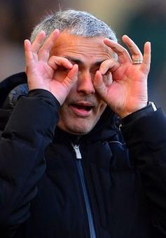 """Trước đại chiến Man City - Barca, Mourinho lên tiếng """"trù ẻo"""" cựu thù"""