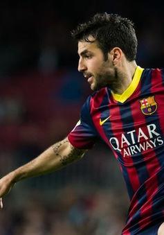 """Pique làm lộ chuyện """"cơ mật"""": Fabregas chắc chắn rời Barca với mức giá 33 triệu Euro"""