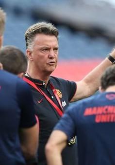 """Louis van Gaal chê Man Utd là đội bóng """"gãy nát"""""""