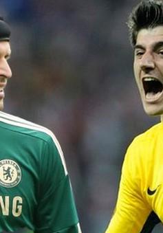 """Chuyển nhượng tối 7/8: Real tính """"đánh cả cụm"""" thủ môn của Chelsea"""