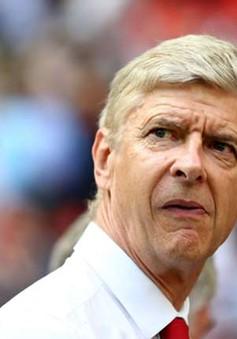HLV Arsene Wenger khẳng định Arsenal sẽ mua thêm trung vệ
