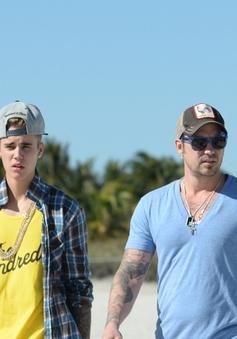 Justin Bieber: Con hư tại cha?