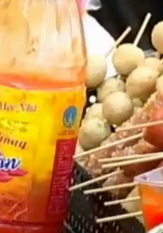 Tương ớt có chất gây ung thư vẫn bày bán tràn lan