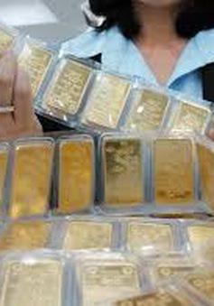 Giá vàng tiếp tục giảm, USD tự do vượt 21.200 đồng
