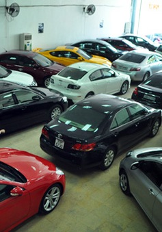 Cuối năm, ô tô giảm giá 100 triệu vẫn ế